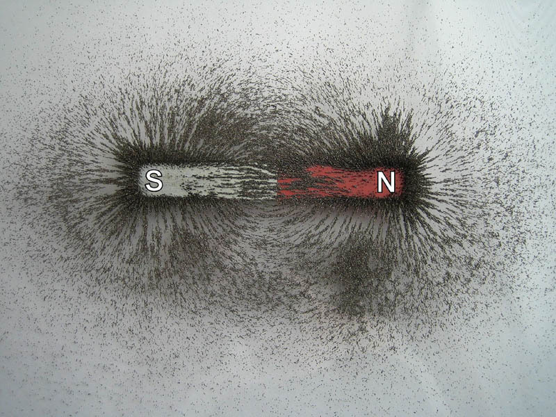 visualizing-magnetic-fields-with-iron-filings-3