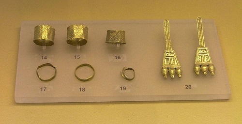 Early_Geometric_Jewelry_from_the_Aeropagus_of_Athens._Ancient_Agora_Museum_of_Athens