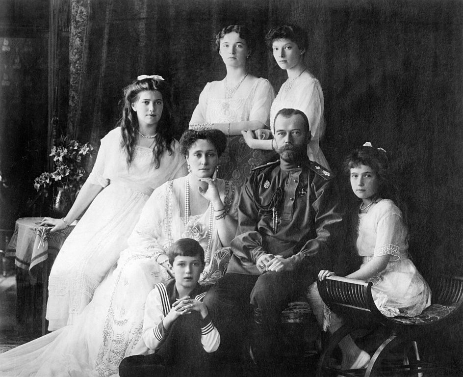 944px-Family_Nicholas_II_of_Russia_ca._1914