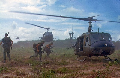 800px-UH-1D_helicopters_in_Vietnam_1966