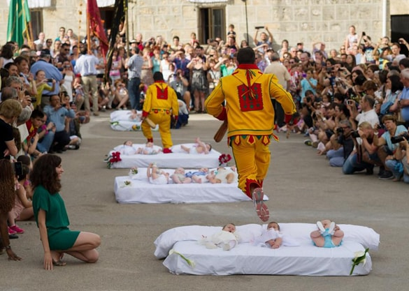 the-baby-jumping-festival-spain-min